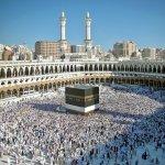 Bagi setiap muslim, impian untuk melangsungkan ibadah haji dan umrah tentunya selalu ada dalam benak. Berkunjung ke rumah Tuhan di Mekah, dan berziarah ke makam Nabi Muhammad di Rasulullah adalah impian yang selalu ingin digapai. Bagi Anda yang beruntung telah melaksanakan haji dan umrah atau akan melakukannya tentunya ada keinginan untuk berbagi kebahagiaan dengan membawakan oleh-oleh atau suvenir bagi teman, saudara, orang tua, atau rekan kerja. Jika begitu ada baiknya Anda membaca artikel ini sampai habis.
