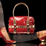 Buat Anda yang selalu mengikuti tren mode terkini, model-model tas modern dan modis juga pasti tak luput dari perhatian. Tas-tas trendi ini dapat menunjang penampilan Anda agar semakin keren. Sejumlah model tas berikut ini pasti juga bisa menyempurnakan penampilan Anda.