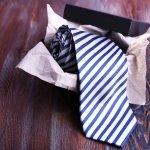 ビジネスシーンに欠かせないネクタイは、男性へのプレゼントによく選ばれています。そこで、今回は特別な男性に贈りたい高級ネクタイを【2018年最新情報】としてまとめました。20代~50代までの年代別におすすめのネクタイを集めましたので、ぜひ参考にしてください。
