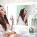 Pemilihan parfum yang tahan lama sangat bergantung dengan karakter tubuhmu, lho. Kamu perlu langsung mencium aroma parfum secara langsung agar dapat memastikan aromanya sesuai dan tahan lama. Yuk, cari tahu aroma yang paling pas untuk karakter kamu!