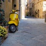 Tampil Beda dengan 6 Rekomendasi Motor Warna Kuning yang Cerah dan Mencolok Ini (2021)