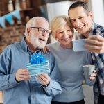 Gợi ý 10 món quà tặng ra mắt bố mẹ vợ dễ ghi điểm nhất (năm 2020)