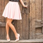 Rok adalah fashion item yang bisa memancarkan aura feminin pada wanita. Agar penampilanmu tetap stylish, lengkapi koleksi rok-mu dengan model terbaru berikut ini. Yuk, cek rekomendasi dari BP-Guide berikut ini!
