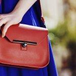 ファッションやシーンに合わせて使い分ける事バッグは、いくつ合っても嬉しいアイテムで、彼女や奥さま、お母さまへのプレゼントでも良く選ばれています。しかし、女性にバッグをプレゼントする際、どのようなデザインやタイプのバッグが選ばれるのか?予算相場は?人気のブランドは?と頭を疑問を持たれる方も多いです。そこで、そのような悩みにお答えするべく、徹底調査した結果をご紹介します。合わせて女性に人気のおしゃれなレディースバッグブランドを【2018年度版】ランキング形式でご紹介させていただきますので、是非参にしていただければ幸いです。
