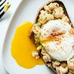आरोग्य पूर्ण नास्ता करना एक अच्छी आदत है,यह आपको लम्बे समय तक लाभ प्रदान करती है। इन्ही के बिच नास्ते के लिए सबसे अच्छी चीज है,अंडा जो पोषक तत्वों से भरा हुआ है और विश्वभर के लगभग सभी स्वस्थ नस्तों का एक भाग है।अंडा स्वस्थ रहने का एक उत्तम मार्ग है।इसे विभिन्न प्रकार से खा सकतें है। अंडे से बनने वाले कुछ व्यंजन जो बहुत स्वादिस्ट होते है और इन्हे बनाना भी बहुत ही सरल होता है। इस लेख में वर्णन किया गया है।