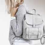 Tas memiliki beragam jenis model. Hal ini memudahkan wanita untuk menyesuaikan tas dengan acara atau kesempatan yang dihadiri. Ada jenis tas kasual yang bisa digunakan untuk beberapa acara yang berbeda. Anda hanya harus pintar memilih agar bisa mendapatkan tas kasual yang fleksibel untuk beberapa kesempatan.