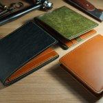 有名タンナーが鞣した上質な革で作られているガンゾのメンズ折り財布は、天然皮革本来の風合いやエイジングを楽しめるのが魅力です。この記事では、ガンゾのメンズ折り財布をランキング形式で紹介しているので、人気のシリーズを知ることができます。選び方のポイントや相場もチェックしたうえで、お気に入りの財布を見つけてください。