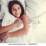 7 Rekomendasi Bantal Microfiber yang Membuat Tidurmu Semakin Nyenyak (2019)