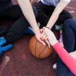 Memilih celana basket untuk digunakan saat latihan atau bermain di lapangan tentu tak boleh sembarangan. Ada baiknya kalau Anda ketahui tips memilih celana basket yang tepat plus rekomendasi celana basket oke dari BP-Guide berikut ini.