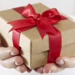 会社の同僚の結婚祝いに贈ると喜ばれるプレゼントは?予算は?失敗しないプレゼント選びは?マナーや渡し方、おすすめのメッセージも含めて全てご説明します!同僚への結婚祝いはこれを読めば大丈夫。さらに、同僚に贈る人気の結婚祝いプレゼントを、【2018年度版】予算別、男女別の人気ランキング形式でご紹介します。最後まで読むときっと自信がつきます。
