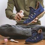 Penampilan sepatu tentunya akan menjadi kurang maksimal apabila kurang bersih. Jadi, Anda perlu membersihkan sepatu secara rutin. Oleh karena itu, simak tips membersihkan sepatu dari BP-Guide berikut beserta rekomendasi pembersih sepatu terbaik untuk hasil yang lebih optimal.