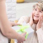 18 Ide Hadiah untuk Ibu yang Berusia Lanjut