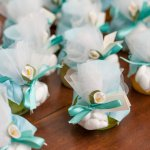 A party is not complete without a party favour. In fact, it has become something of a trend to shower the guests with gifts at the end of the party to remember you by. Here are 8 mint party favours for that mint-themed party. From mint coloured sling bags to mint coolers you have everything to make your party a success. If you are a DIY lover we've got you covered. We also have 2 simple and easy DIY gifts to impress the guests.