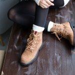 Kamu sering beraktivitas di luar ruangan atau sering bepergian? Jika iya, kamu butuh sepatu yang nyaman dikenakan setiap hari. Coba saja cek beberapa rekomendasi sepatu H&M dari BP-Guide berikut, siapa tahu salah satunya bisa cocok kamu kenakan!