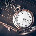 Jam tangan jadul atau vintage tentunya akan sangat pas dengan Anda yang menyukai gaya vintage. Sekarang, apa saja kelebihan dari jam tangan vintage? Dan apa perbedaannya dengan jam tangan modern? Simak ulasannya berikut ini.