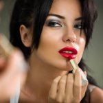 Brand kosmetik asal Amerika Serikat, Revlon, memang punya banyak penggemar di Indonesia. Kalau Anda adalah salah satu penggemar atau pengguna setia kosmetik yang satu ini, Anda tentu harus coba koleksi lipstik Revlon terbaik yang sudah dirangkum BP-Guide dalam ulasan di bawah ini.