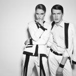 Agar hubunganmu dengan pasangan lebih bervariasi, coba deh pakai baju yang sama alias baju couple. Salah satu jenis baju couple yang bisa dipilih adalah yang berlengan panjang. Baju berlengan panjang ini bisa dipakai saat suasana santai atau formal. Dengan begitu hubungan kalian pasti bertambah mesra.
