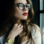Jika Anda kurang jelas saat melihat, maka kacamata minus bisa menjadi penolong Anda. Saat ini, banyak kacamata minus yang memiliki berbagai fitur yang memberikan kenyamanan dan melengkapi penampilan selain bisa memperjelas penglihatan. Lihat saja sejumlah model kacamata minus berikut ini. Anda pasti tertarik untuk memilikinya.