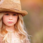 Jika Anda sering membawa si kecil bepergian dan bermain outdoor, jangan lupa untuk melindungi kepalanya dari panas matahari. Anda bisa memakaikan topi khusus anak-anak di kepala si kecil. Salah satu pilihannya adalah topi fedora. Yuk, simak beberapa rekomendasi topi fedora anak berikut ini!