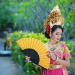 Berbagai macam perhiasan menjadi aksesori yang dapat mempercantik penampilan. Untuk itu, perhiasan biasanya digemari oleh banyak wanita. Ada pula aksesori khusus yang digunakan pada momen tertentu seperti momen pernikahan yang dinantikan oleh banyak orang. Biasanya pada pernikahan di Indonesia, pengantin menggunakan aksesori tradisional yang berasal dari daerahnya masing-masing.