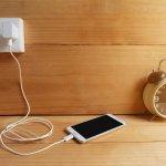 Charger ponsel memang jadi barang wajib yang mesti dimiliki saat ini. Kalau Anda butuh charger ponsel yang dapat mengisi daya baterai dengan cepat, Anda bisa pilih charger dengan teknologi fast charging yang mudah digunakan dan lebih efisien.