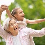 祖母・おばあちゃんに贈る2018年最新版、人気の誕生日プレゼントをランキング形式でご紹介します。 孫からの誕生日プレゼントは、基本的には何を貰っても嬉しいと思うおばあちゃんが多いので、あまり深く考えずに年代に合ったプレゼントを選ぶのがポイントです。 ぜひ参考にしてください。