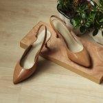 Sepatu sandal adalah alas kaki yang bisa membuatmu tampil berbeda. Tidak terlalu serius, tetapi juga tetap elegan. Tergantung dari modelnya, sepatu sandal bisa kamu pakai di berbagai kesempatan lho. Cek artikel berikut ini untuk menemukan sepatu sandal wanita terbaik rekomendasi BP-Guide.