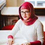 Untuk gaya yang tetap maksimal di musim hujan atau musim dingin, hijaber tetap bisa tampil keren maksimal, loh. Salah satu caranya adalah dengan menggunakan sweater. Ingin tahu rekomendasi sweater untuk hijaber? Simak ulasannya berikut ini.