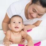 Kulit bayi memiliki karakteristik yang sangat sensitif sehingga tidak bisa sembarangan diberikan baby lotion. Akan tetapi, hal ini bukan berarti Ayah dan Bunda tidak bisa memberikan baby lotion untuk bayi tercinta. Ada beberapa body lotion yang memang aman untuk digunakan oleh bayi. Apa saja itu? Mari simak ulasan BP-Guide berikut ini!