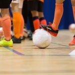 Kaos kaki adalah perlengkapan yang wajib digunakan saat bermain futsal. Gunanya adalah untuk melindungi kaki dan memberi kenyamanan pada kaki. Pemilihan dan perawatan kaos kaki yang tepat sangat diperlukan agar kaos kaki bisa awet dipakai dan mendukung permainanmu saat berada di lapangan futsal.