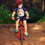Olahraga satu ini memang tidak pernah lekang oleh zaman. Seiring perkembangan teknologi yang tak lepas dari dampak negatif, Anda bisa menjauhkan anak-anak dari kecanduan mereka terhadap gadget dengan bersepeda bersama di luar. Tunggu apa lagi?