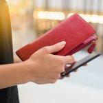 上質なレザーを使ったおしゃれな長財布は、持つことで毎日のおでかけや買い物を楽しくしてくれます。この記事ではwebアンケート調査の結果を元にして編集部が厳選した、50代女性におすすめの革製レディース長財布を扱うブランドを紹介しています。人気のあるブランドがひと目でわかるランキング形式にまとめたので、ぜひ最後までチェックしてください。