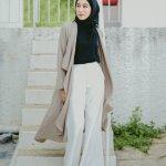 Hijabers tidak selalu identik dengan busana gamis atau rok. Saat ini, ada celana kulot yang menjadi tren fashion bagi para hijabers. Hijabers yang punya segudang aktivitas dan dituntut dengan mobilitas tinggi pasti akan lebih nyaman saat mengenakan celana kulot. Yuk, intip rekomendasi celana kulot yang keren dari BP-Guide!