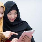 Menggunakan jilbab dan menutup aurat adalah kewajiban bagi setiap wanita muslim. Kalau kamu ingin tampil syar'i dan menutup aurat dengan sempurna, kamu bisa pilih model khimar atau jilbab panjang untuk menutupi bagian atas tubuhmu. Tak perlu bingung, BP-Guide sudah sediakan rekomendasinya berikut ini!