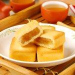Berkunjung ke Taiwan tentu tak lengkap tanpa mencicipi kuliner khasnya. Selain dinikmati secara langsung, kamu juga bisa membawa pulang snack khas Taiwan sebagai oleh-oleh lho! Simak rekomendasi snack Taiwan yang bisa kamu bawa pulang dari BP-Guide!