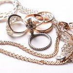 Perhiasan dapat melengkapi penampilan semua wanita pada setiap kesempatan. Terkadang harga untuk sebuah perhiasan menjadi salah satu kendala sang calon pembeli. Tetapi, BP-Guide memiliki rekomendasi perhiasan yang bisa Anda miliki dengan harga yang terjangkau. Mau tahu seperti apa perhiasannya? Simak, yuk!