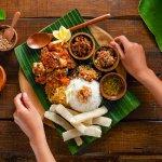 Negara kita memang kaya akan budaya. Selain itu, keragaman kulinernya juga tak perlu dipertanyakan lagi. Semua kuliner Indonesia begitu menggoda untuk dicoba. Setiap daerah memiliki banyak sekali kuliner unik yang menarik untuk dicoba. Kalau kamu tertarik, intip yuk deretan resep masakan nusantara yang bisa kamu coba!