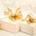 Kabar pernikahan adalah salah satu kabar bahagia. Tentunya, memberi kado pernikahan pun tak bisa sembarangan. Selain hadiah yang cantik, Anda bisa memberikan kado yang memiliki daya guna. Bagi pengantin baru, tentu hadiah semacam ini akan membantu kegiatan rumah tangga. Apa saja yang bisa Anda berikan sebagai hadiah pernikahan?