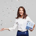 What Is a Good Gift for a Girl? 10 Best Gift Ideas for Women and 3 Ways to Select Them