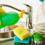 Spons cuci piring tidak boleh asal pilih saja, kamu harus memperhatikan kualitasnya sehingga dapat membersihkan peralatan dapur dan makanan dengan sempurna. Jangan ragu untuk memilih salah satu dari deretan spons cuci piring yang BP-Guide rekomendasikan nih!