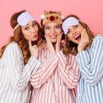 10 Rekomendasi Baju Tidur Berikut akan Membuatmu Tidur dengan Nyenyak (2020)