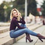 Celana jeans merupakan celana andalan banyak wanita. Kamu bisa menciptakan gaya yang memukau dengan celana yang satu ini. Intip tips membeli celana jeans secara online dari kami dan juga produknya ya!