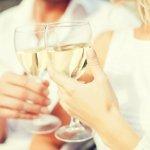 男性の誕生日のプレゼントにお酒を贈ろうと考えている方にぜひご覧頂きたい、人気のお酒ランキングを2019年最新版でご紹介します。全体的な傾向として、男性はアルコール度数が低すぎず、甘くないお酒を選ぶ人が多いので、好みがわからない場合には参考にしてみてください。