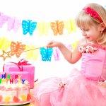 小学生の女の子の誕生日を祝うメッセージは、どのように書けば喜ばれるのでしょうか?ここでは、書き方のポイントや、メッセージの伝え方とともに、誕生日メッセージの文例を多数ご紹介します。「大好きだよ。」や「こんなに大きくなったんだね」の気持ちなど伝えたいメッセージが一番伝わる文面を選んでくださいね。