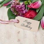 1年に1度の母の誕生日は、日頃の感謝を伝える絶好のタイミングです。今回は【2019年最新情報】をもとに、気を遣わせることなく気軽に贈れる予算5000円の誕生日プレゼントをランキングにしてご紹介します。ストールや花などの定番アイテムに加え、素敵なメッセージが込められるアイテムも人気です。それぞれのアイテムのポイントを押さえて解説していますので、プレゼントを選ぶときの参考にしてください。