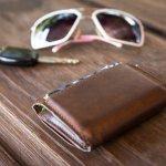 気軽に使いたいときにぴったりな、プチプラのメンズ財布の2018年最新情報をご紹介します。様々なニーズに合わせられるように長財布や、二つ折りの財布など種類も豊富に取り揃えました。プチプラでもおしゃれなものばかりですので、ぜひ参考にしてください。