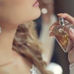 Penampilan wanita berkelas sepertinya tak lengkap tanpa penggunaan parfum elegan. Salah satu brand parfum berkelas yang bisa jadi pilihan terbaik adalah parfum Hermes asal Perancis. Kamu mau tahu parfum Hermes mana saja yang bisa kamu pilih untuk melengkapi penampilanmu? Cek ulasannya berikut ini!