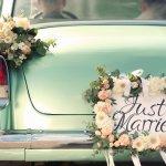 Berkendara di hari pernikahan jadi tak lengkap rasanya jika mobil yang dinaiki pengantin tidak ikut dihias. Selain ikut memeriahkan suasana, mobil pengantin yang diberi dekorasi cantik juga akan terlihat jadi ratu dijalanan. Nah, simak yuk berbagai inspirasi untuk dekorasi mobil pernikahan.