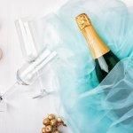お祝いごとにはなくてはならない「ワイン」。当たり前のように選ばれていますが、きちんと意味があることを知ってましたか?その気になる意味や予算、選び方のポイントをまとめてお送りします!さらに、【2019年度版】ランキング形式で、結婚祝いのプレゼントに人気のワインをご紹介します。
