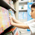 Anak seringkali lebih menyukai permainan dibandingkan membaca. Padahal penting sekali menerapkan budaya membaca pada anak. Jika membaca sudah menjadi kebiasaan anak, maka kebiasaan ini akan melekat hingga ia dewasa. Bagaimana cara membuat anak agar suka membaca? Misalnya saja dengan memberikan komik. Apa saja komik yang cocok dikenalkan kepada anak? Yuk, simak rekomendasinya.